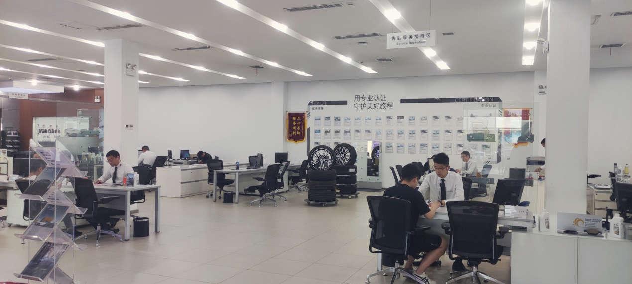 邯郸北方汽修学生参观宝马4S店