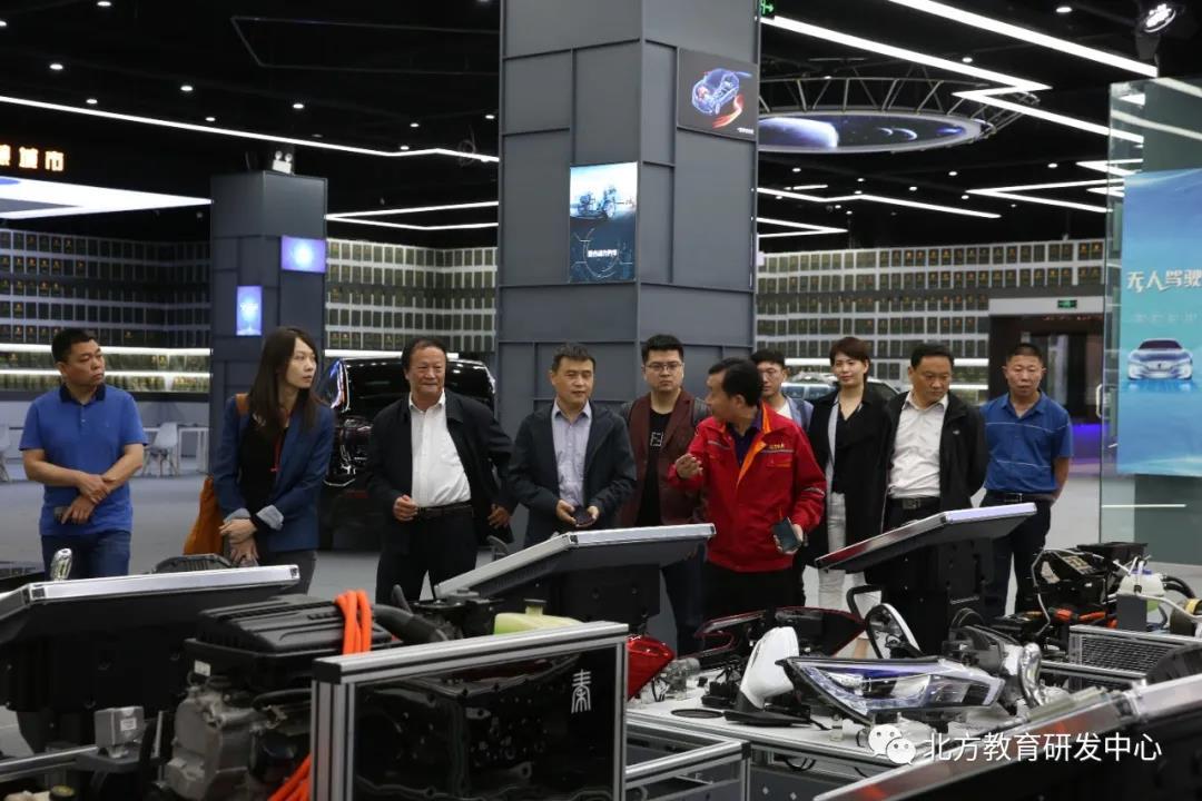教具部领导介绍新能源设备应用